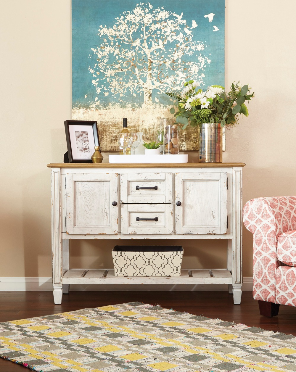 The newest way to get effortless shabby chic farmhouse style in the home is with Meadowlark by @curiaandco.