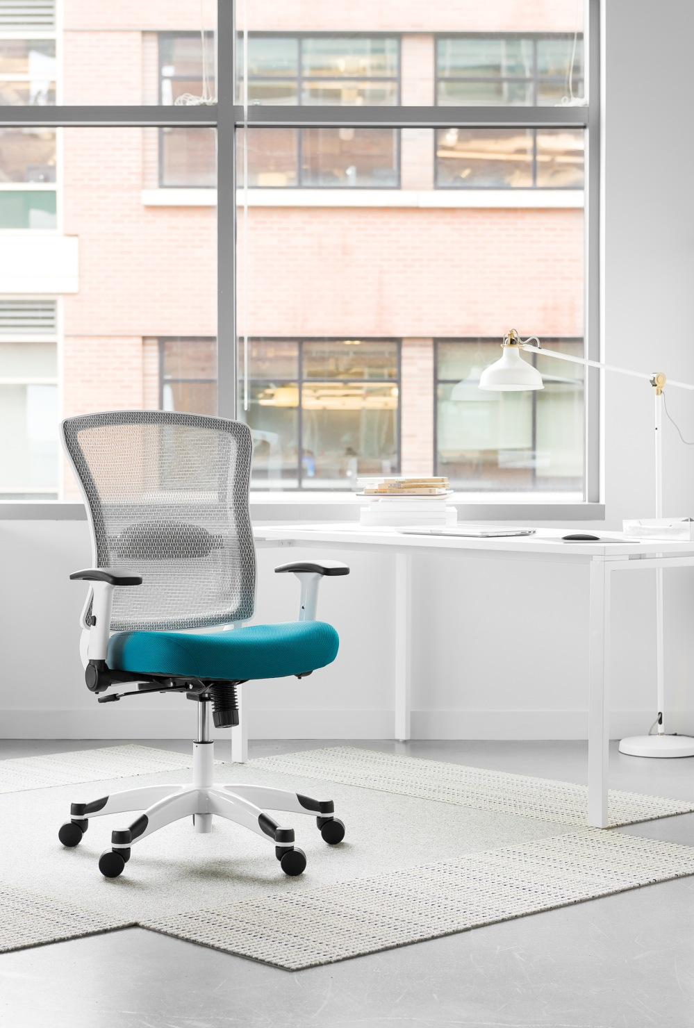 This intelligently designed chair provides both comfort and support to your body and mind with an amazingly strong yet lightweight breathable mesh seat and back that conforms to your body's unique contours.