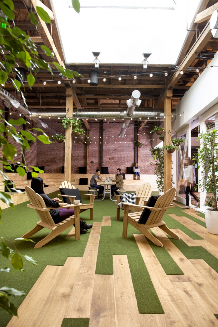 The GitHub office in San Francisco offers a variety of activity based workspaces for employees to choose from that feature elements of biophilic design. Image Source: Office Snapshots - @officestarprod