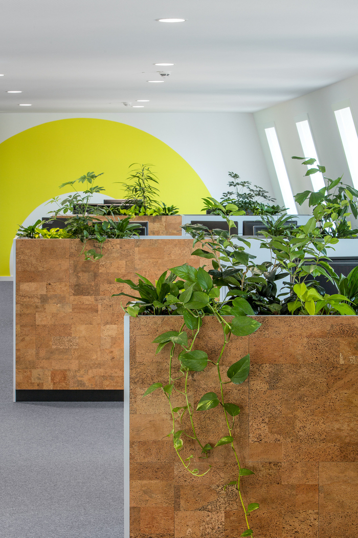 Emulate the outdoors and inspire staff with a mix of biophilic design elements. @officestarprod - Image Source: Office Snapshots